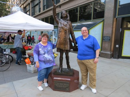 026 - Mary Tyler Moore statue